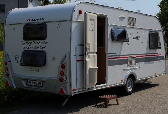 Wohnwagen mit Stockbetten, Küche, Sanitär, TV,…